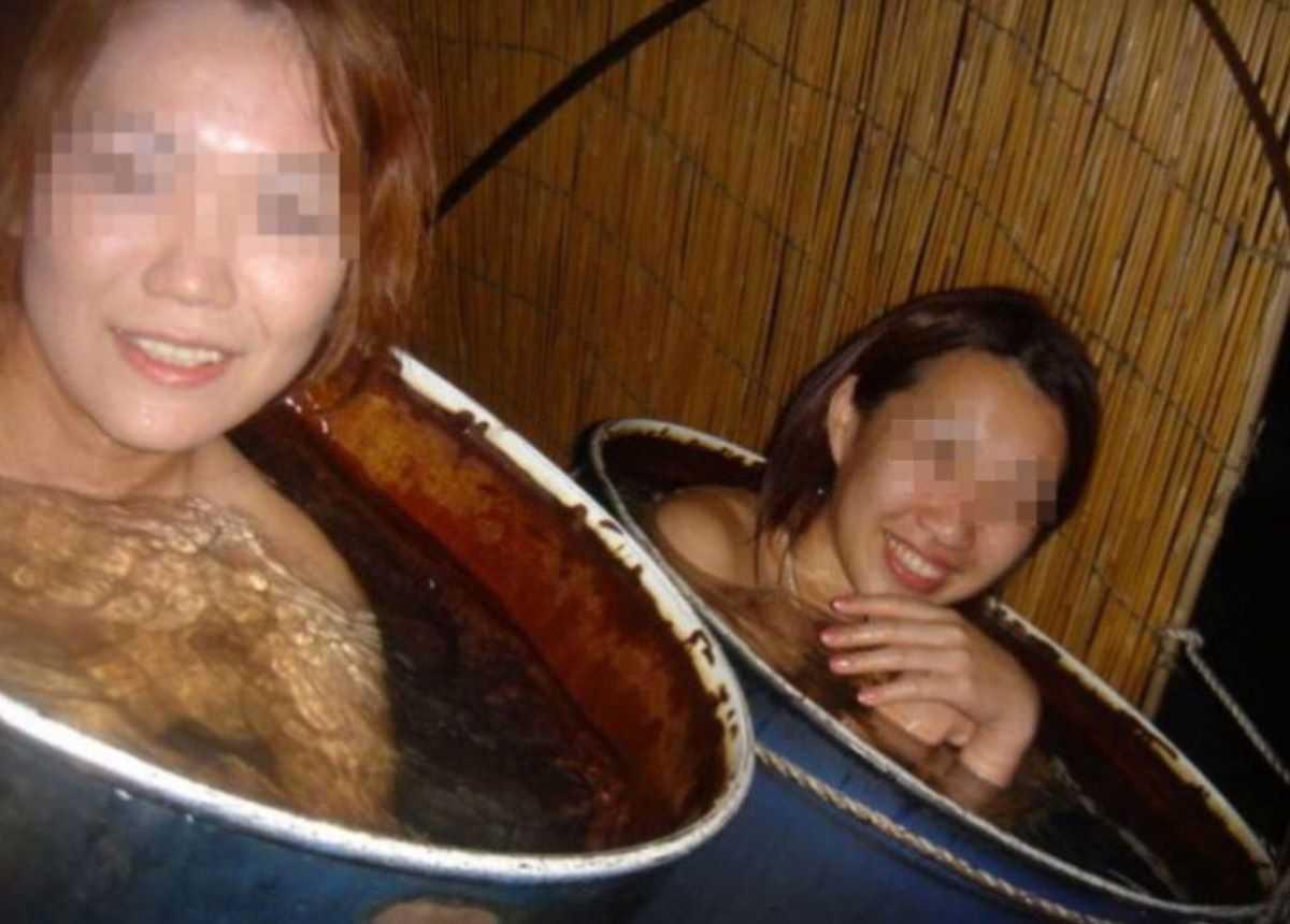 温泉や風呂場の素人おふざけ画像 34