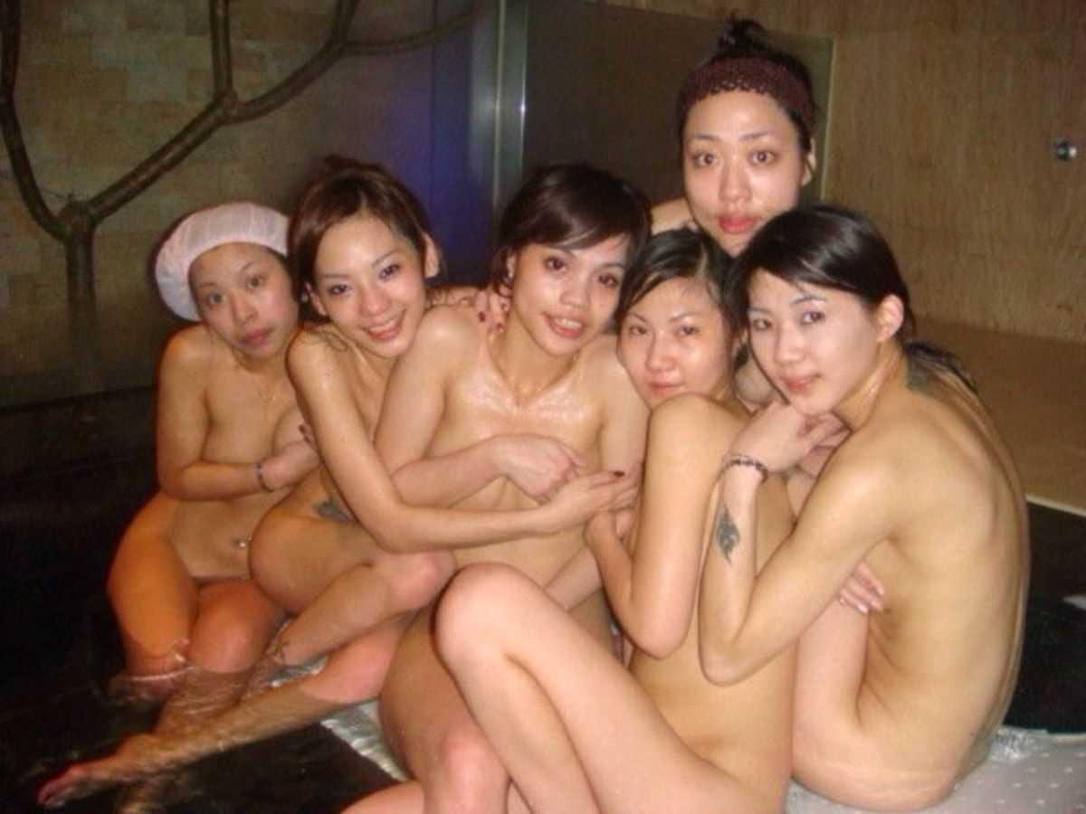 温泉や風呂場の素人おふざけ画像 37