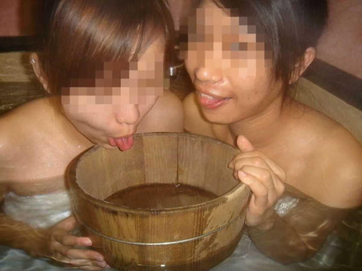 温泉や風呂場の素人おふざけ画像 56
