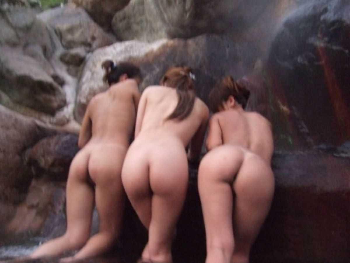 温泉や風呂場の素人おふざけ画像 65