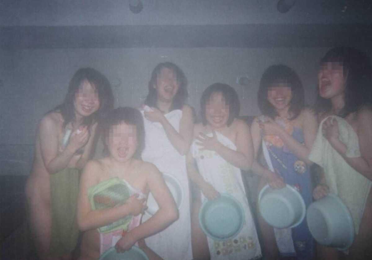 温泉や風呂場の素人おふざけ画像 73