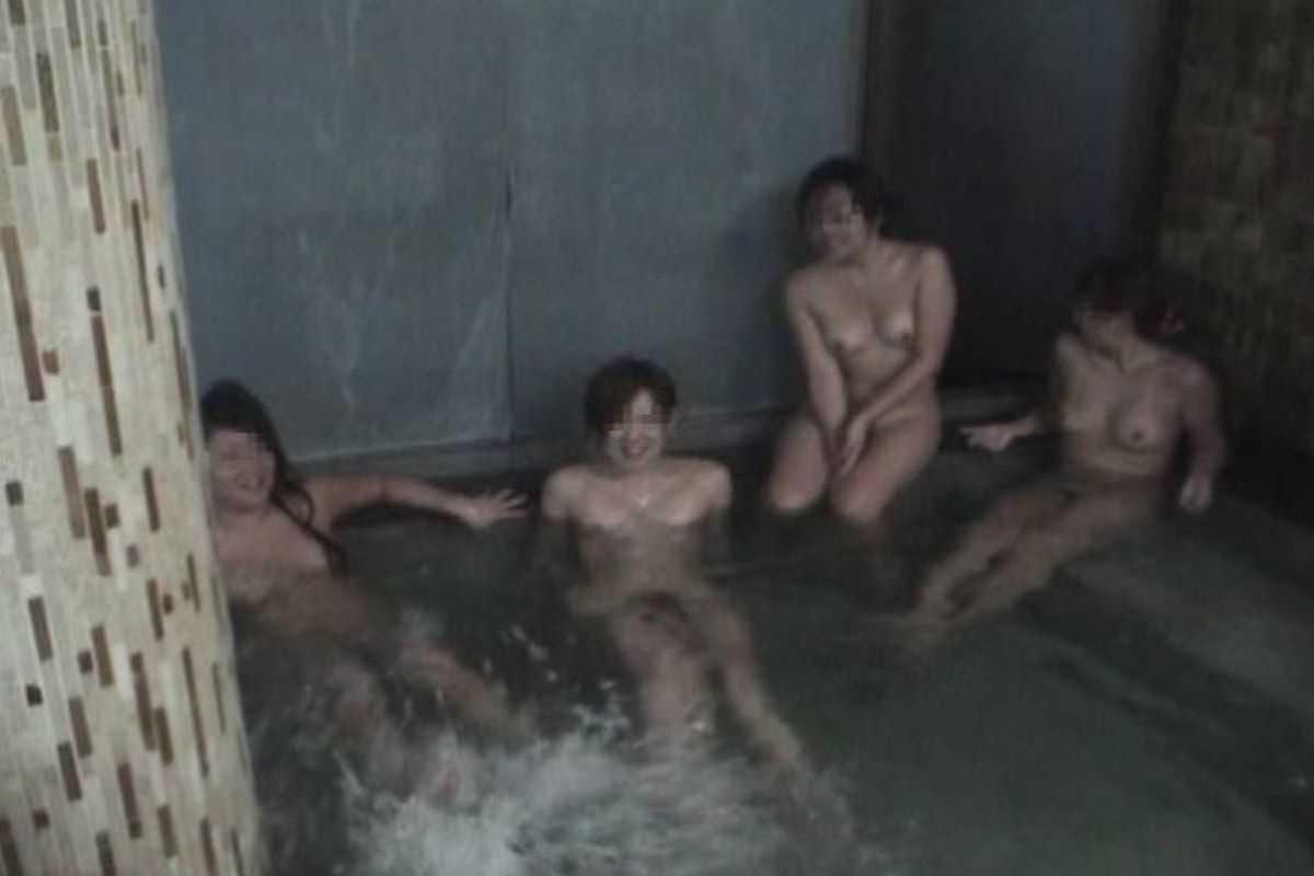 温泉や風呂場の素人おふざけ画像 75