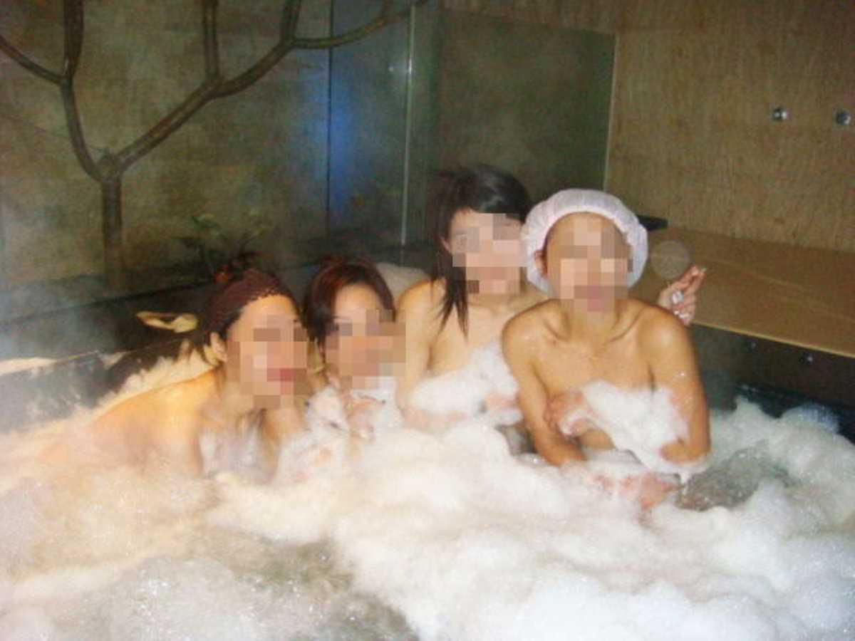 温泉や風呂場の素人おふざけ画像 85