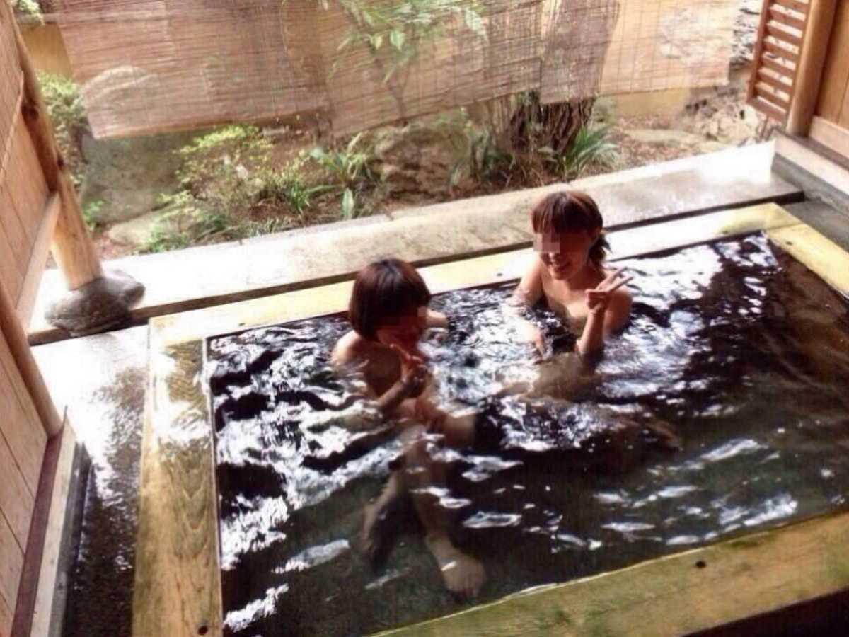 温泉や風呂場の素人おふざけ画像 93