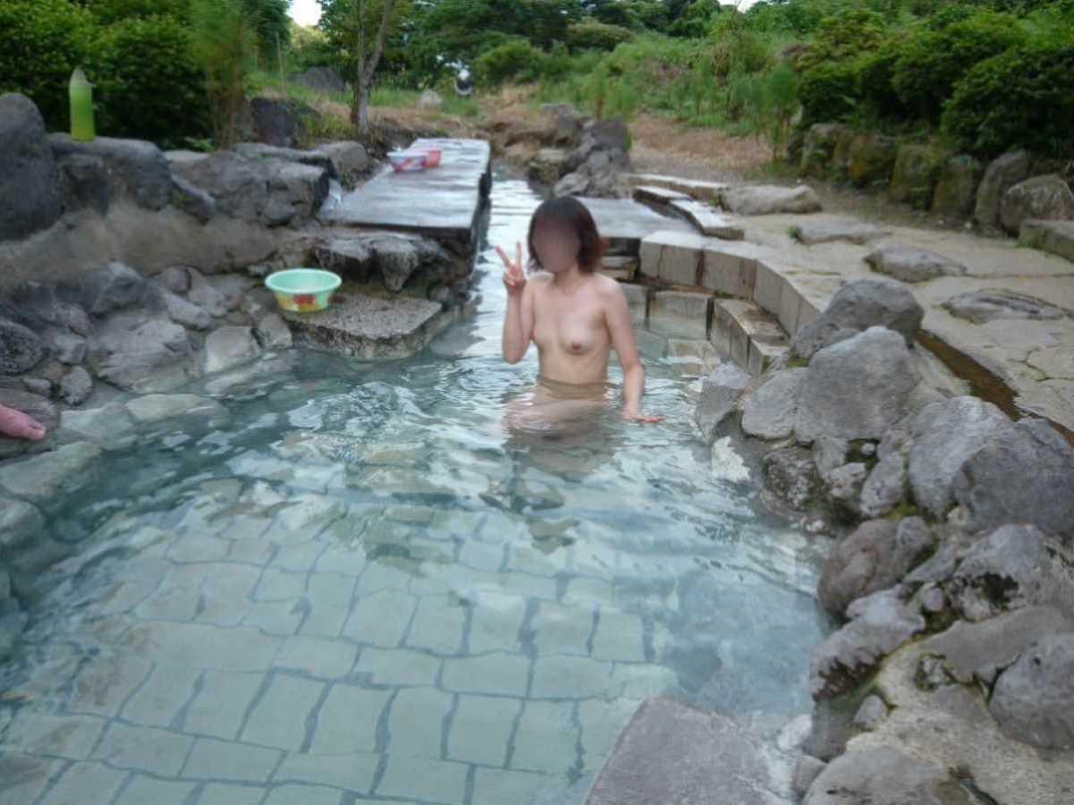 温泉や風呂場の素人おふざけ画像 98