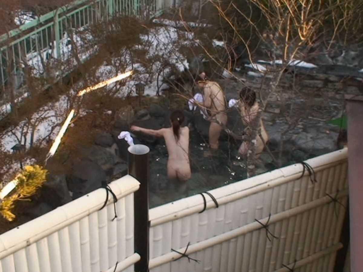 露天風呂盗撮画像!!温泉に入浴する全裸女性の110枚