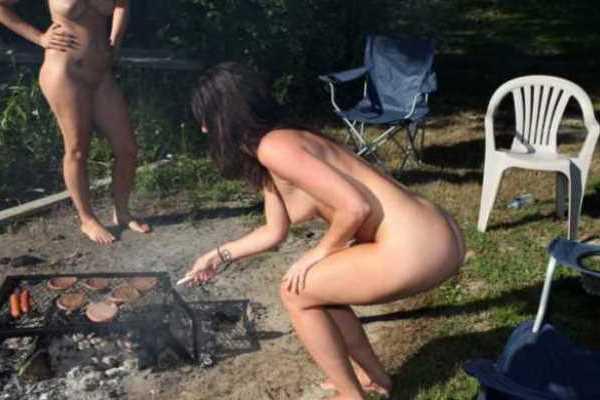 全裸でバーベキューとかマジか…(※エロ画像あり)