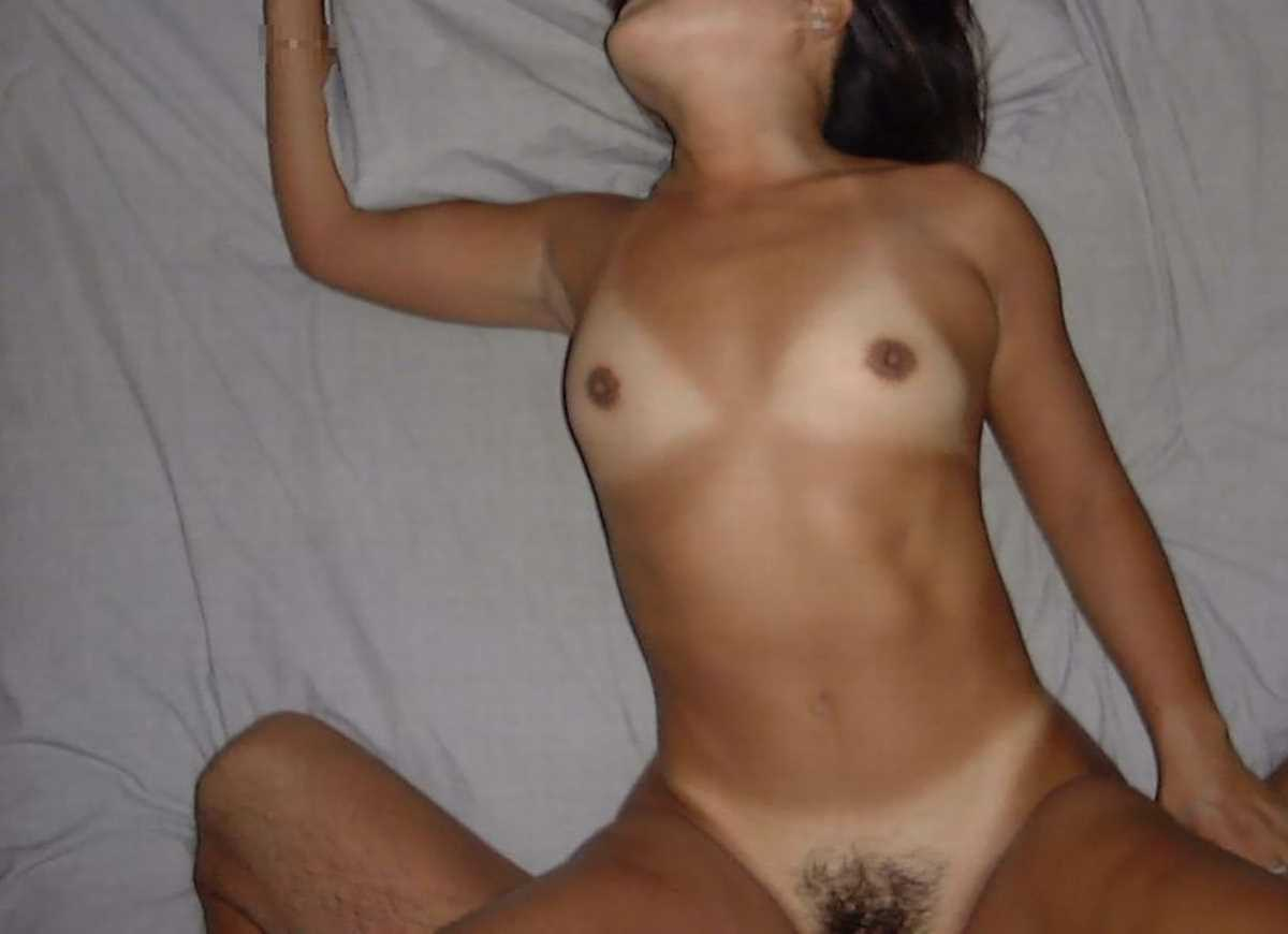日焼け跡がエロい女子のセックス画像 40