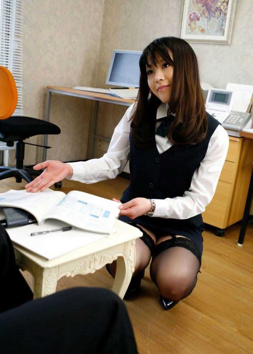 事務員など女子社員の会社内パンチラ画像 5