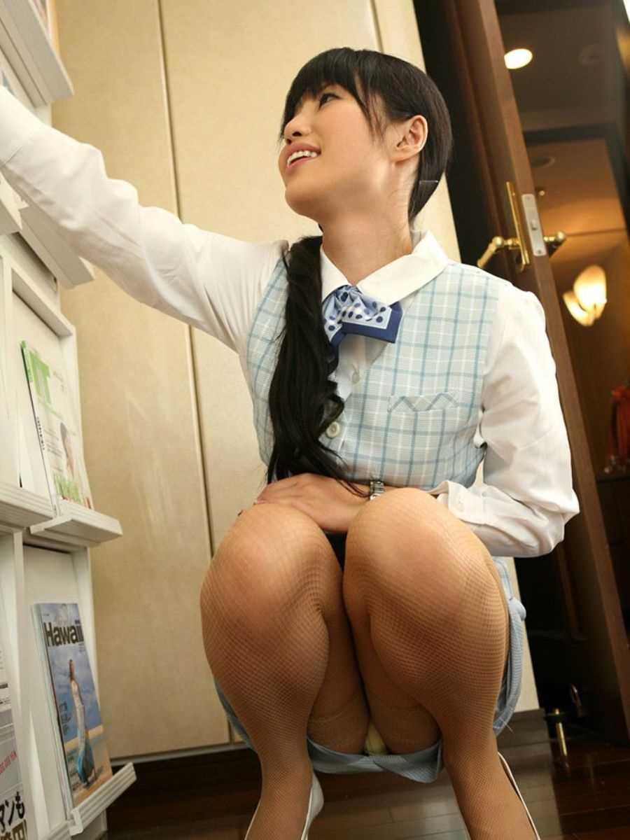 事務員など女子社員の会社内パンチラ画像 8