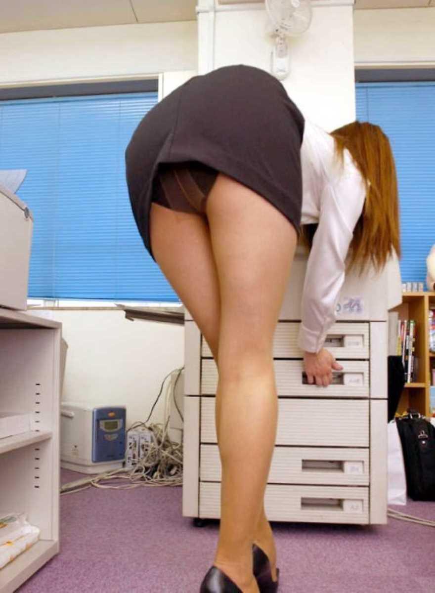 事務員など女子社員の会社内パンチラ画像 14