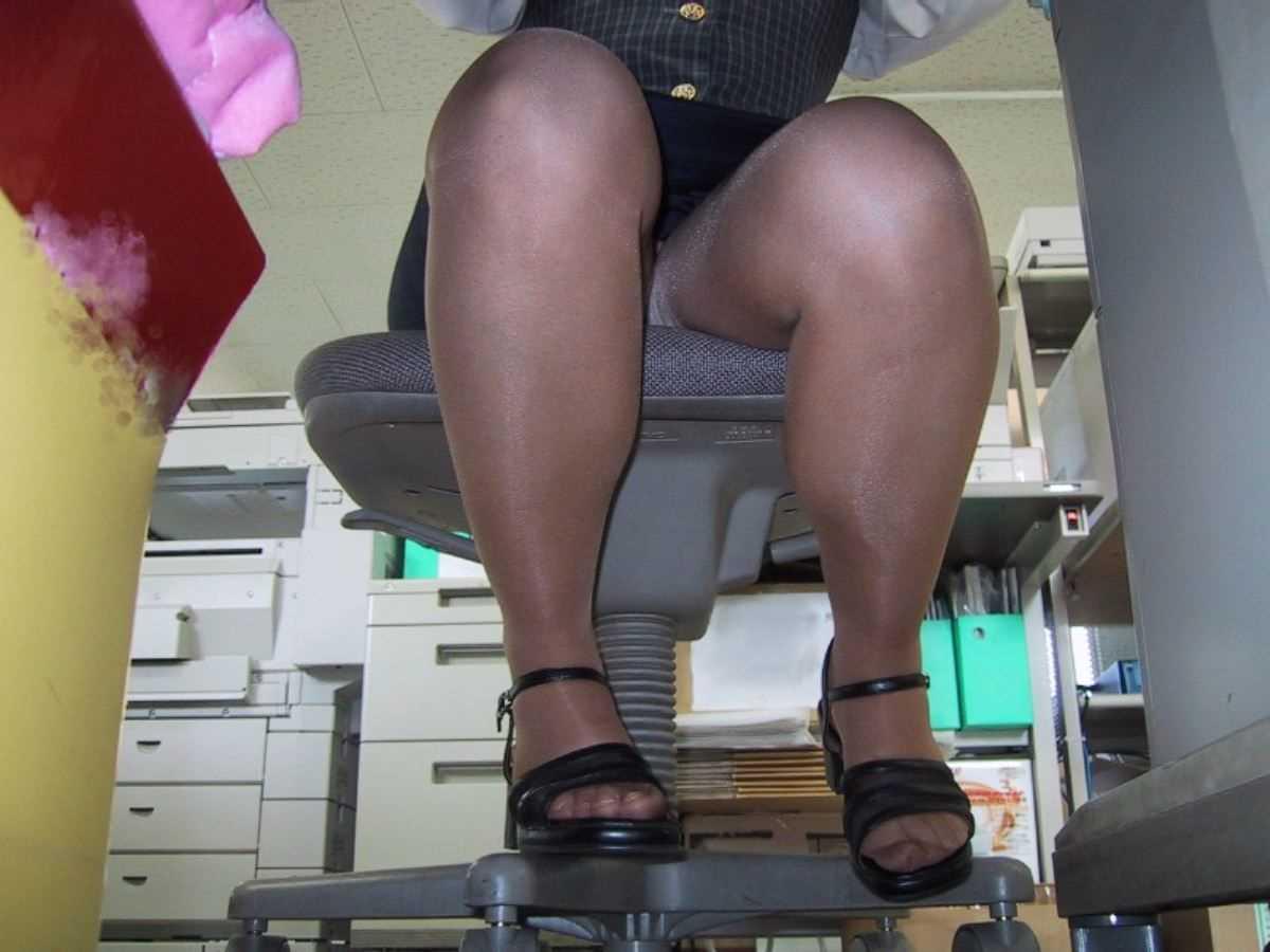 事務員など女子社員の会社内パンチラ画像 24