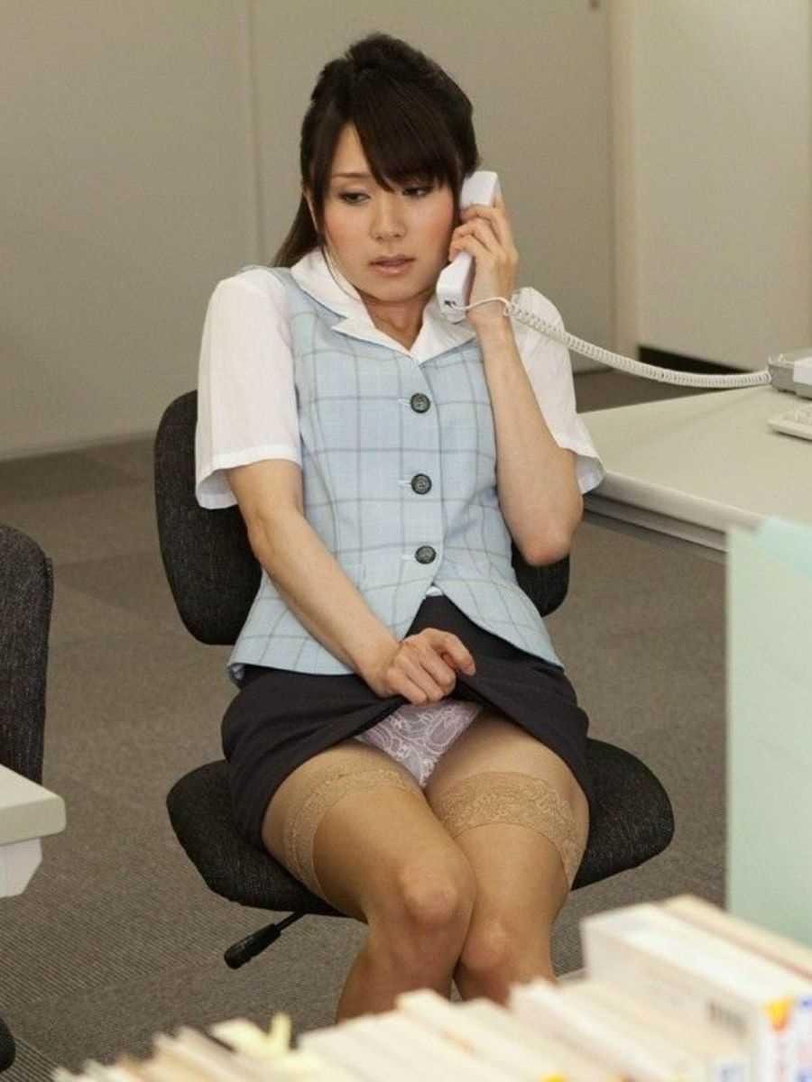 事務員など女子社員の会社内パンチラ画像 39