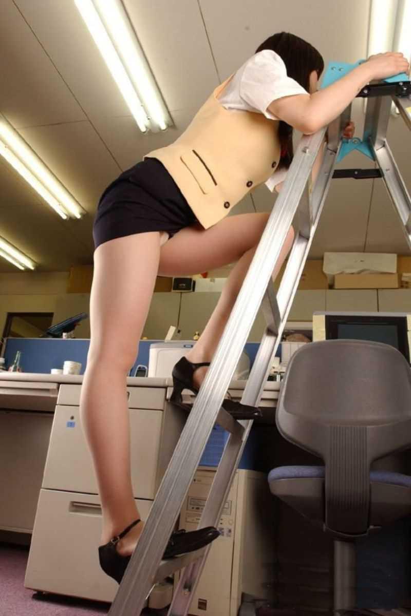 事務員など女子社員の会社内パンチラ画像 42
