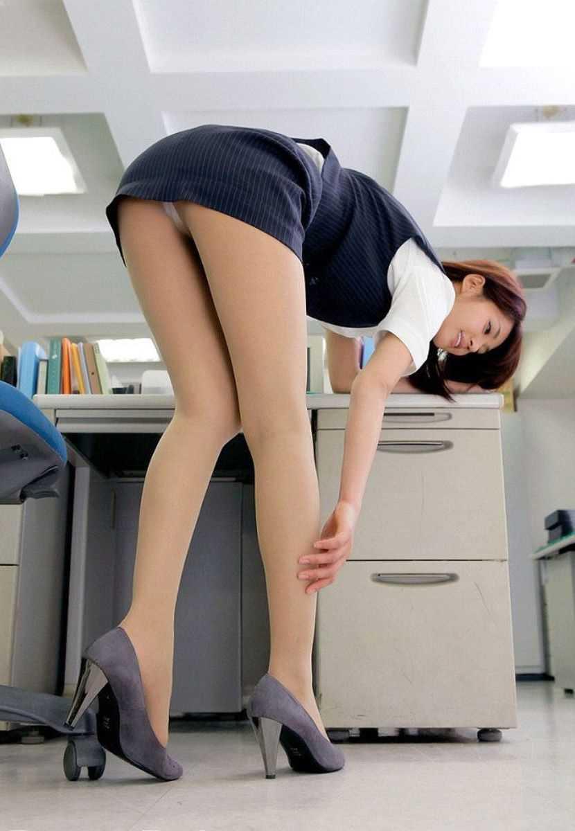 事務員など女子社員の会社内パンチラ画像 46