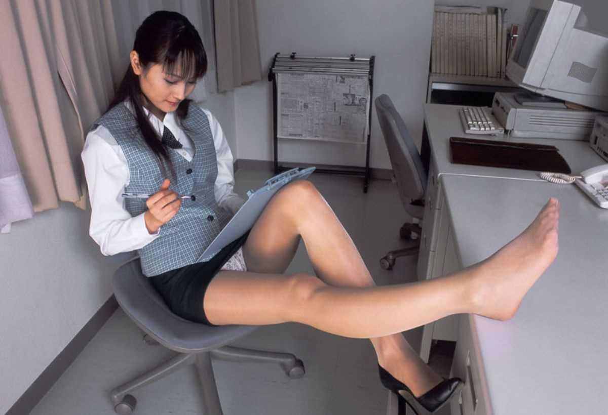 事務員など女子社員の会社内パンチラ画像 50