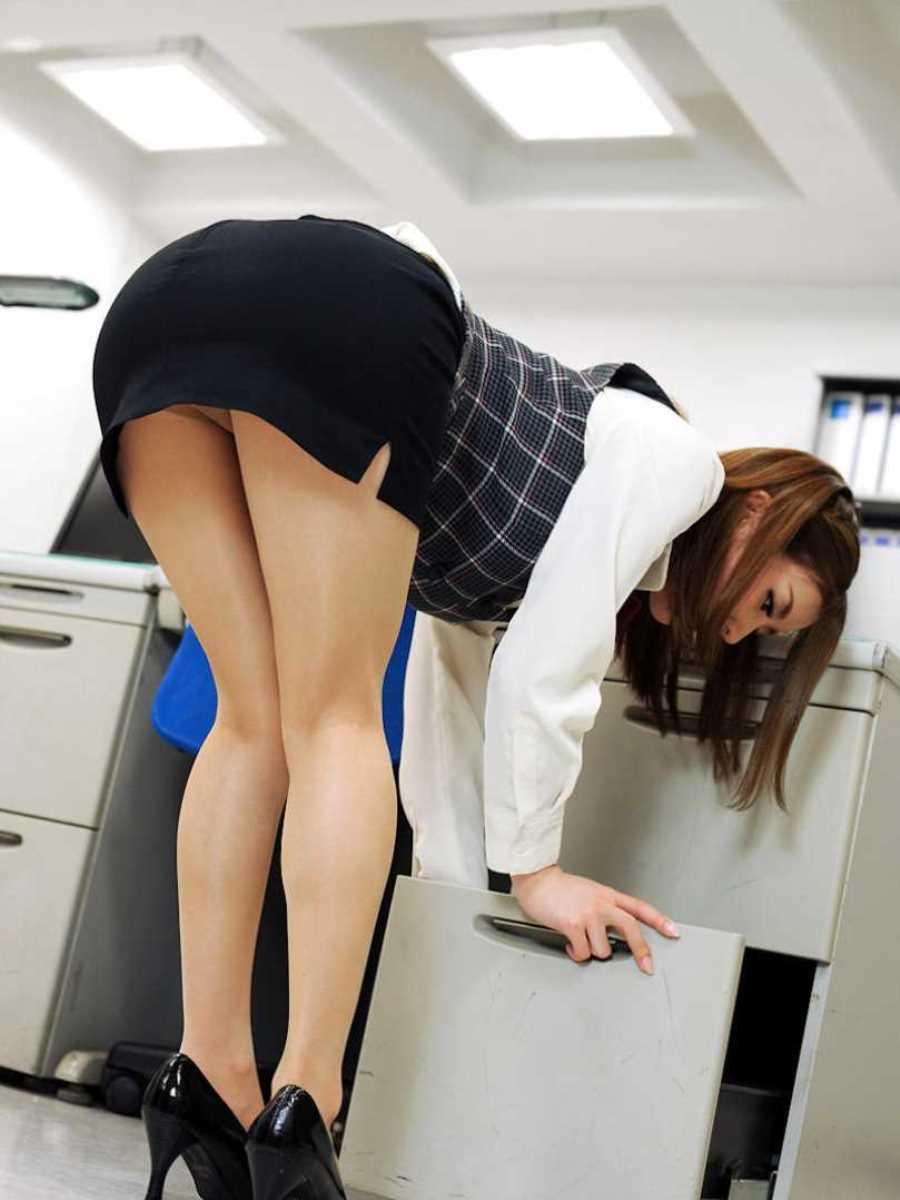 事務員など女子社員の会社内パンチラ画像 55