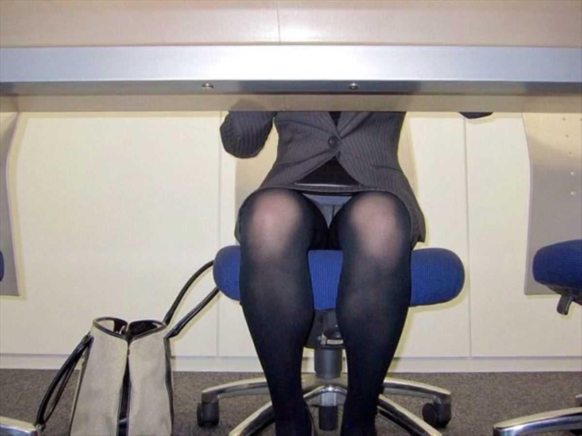 事務員など女子社員の会社内パンチラ画像 58