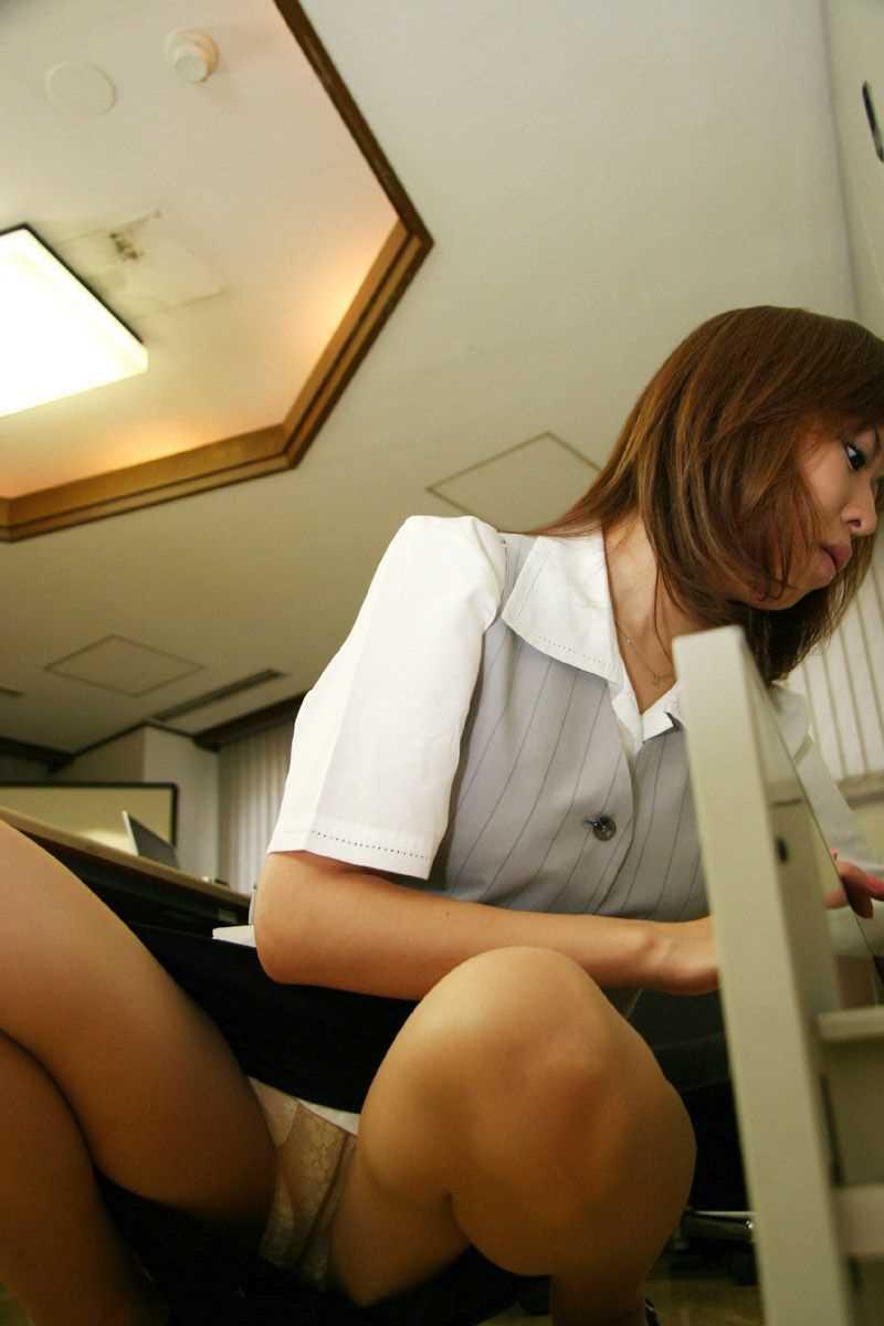 事務員など女子社員の会社内パンチラ画像 100