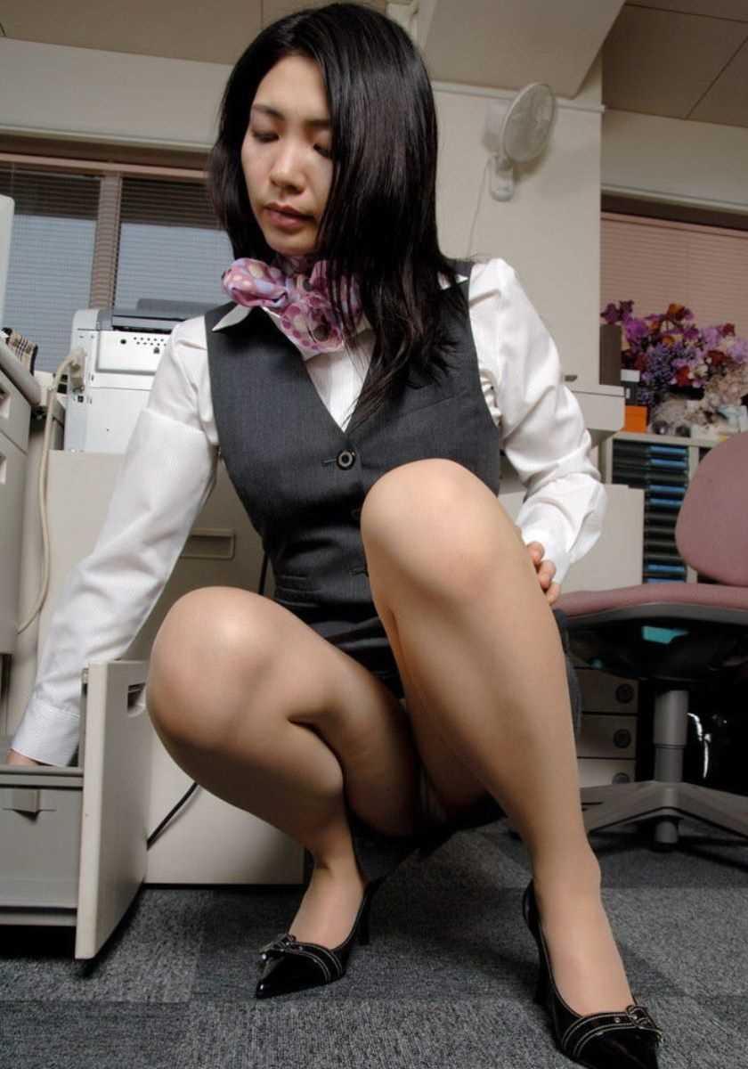 事務員など女子社員の会社内パンチラ画像 136