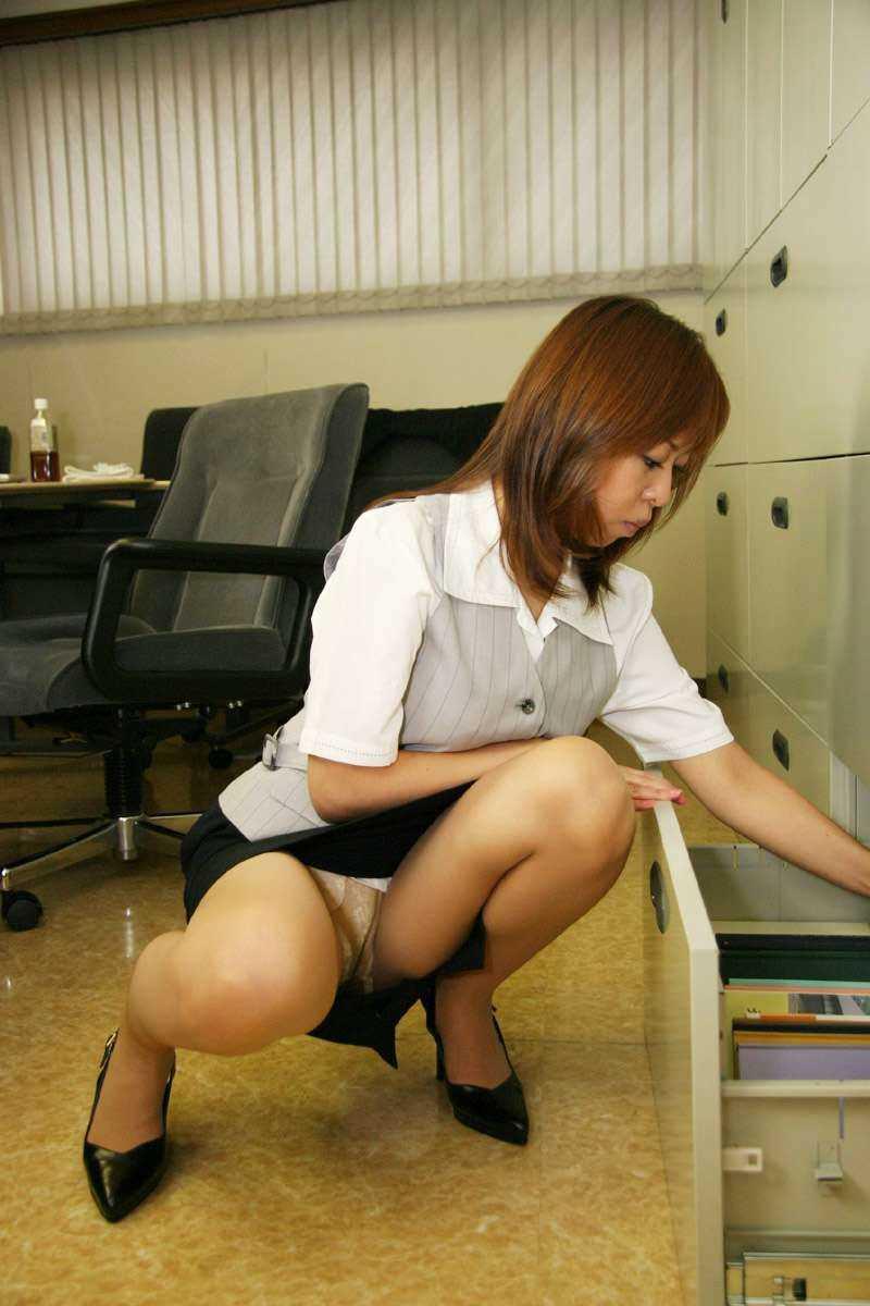 事務員など女子社員の会社内パンチラ画像 139