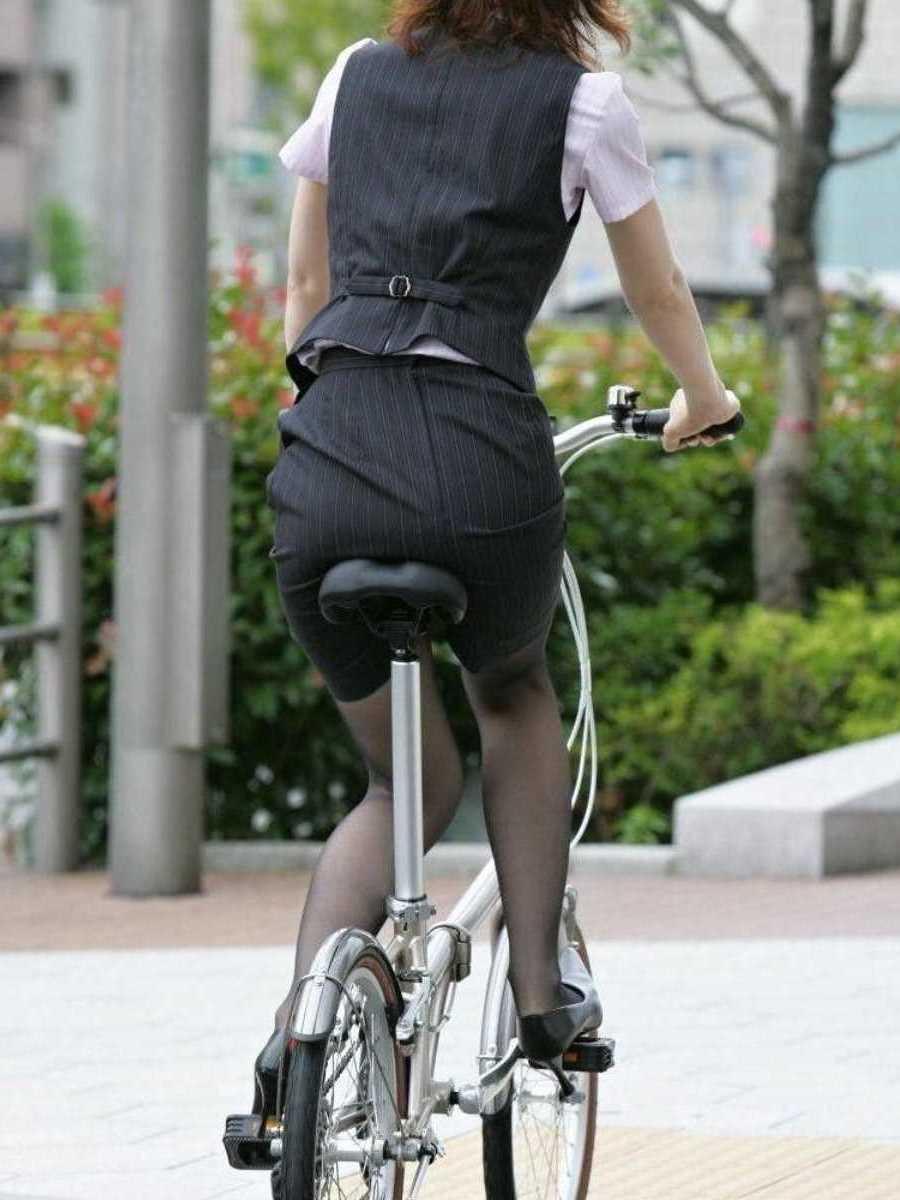 自転車OL画像!!サドルに跨る姿がエロい110枚