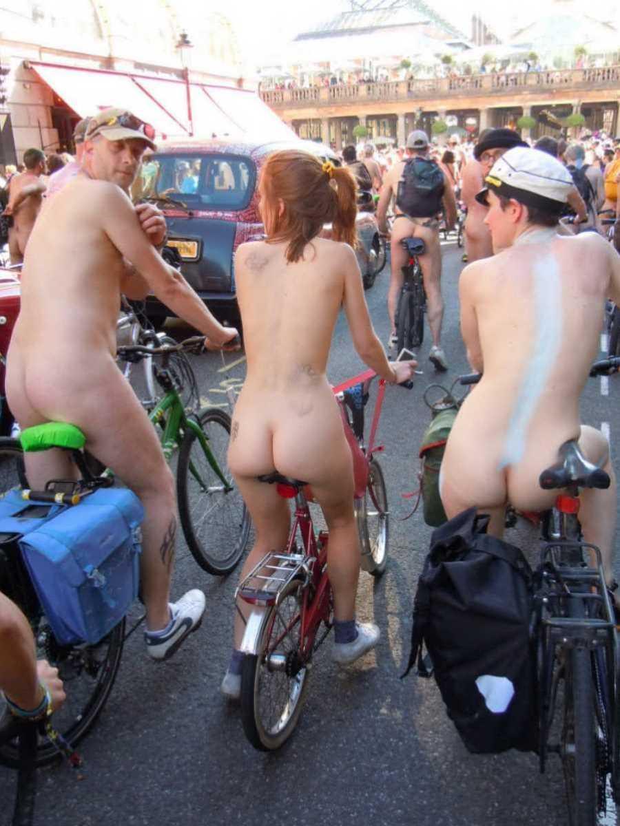 裸で自転車に乗る画像 69