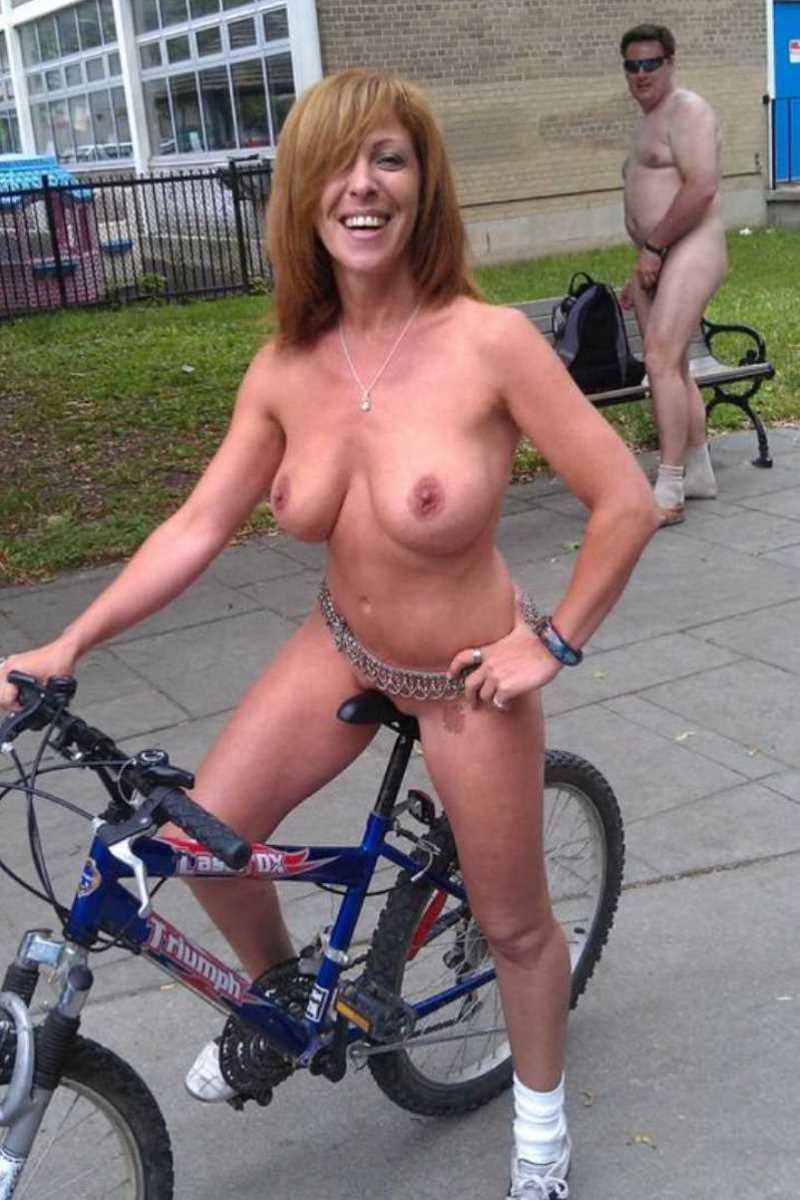 裸で自転車に乗る画像 91