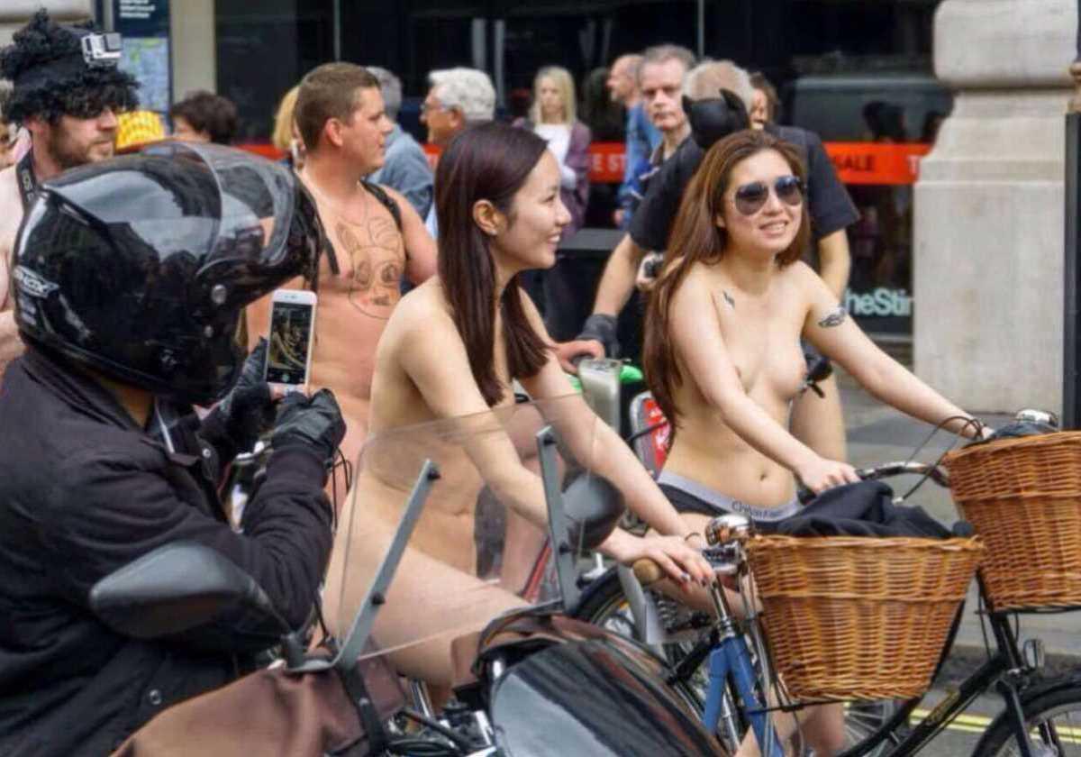 裸で自転車に乗る画像 95