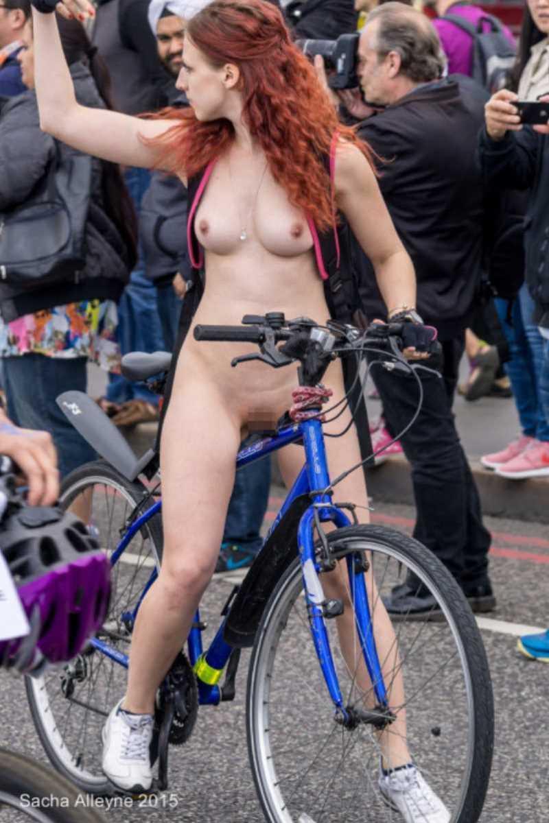 裸で自転車に乗る画像 98