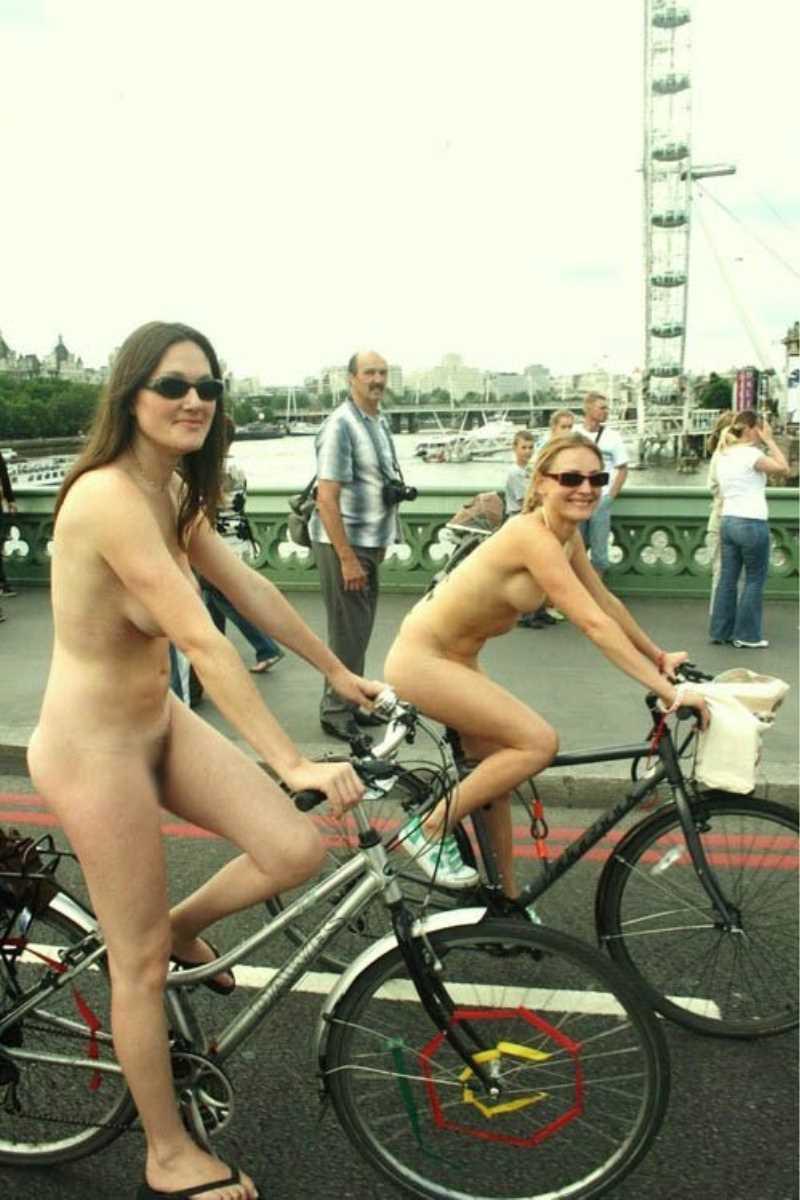 裸で自転車に乗る画像 128