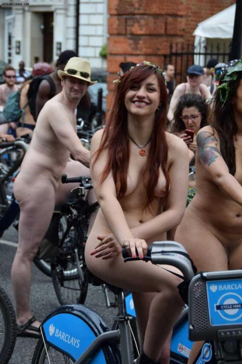裸で自転車に乗る画像 129