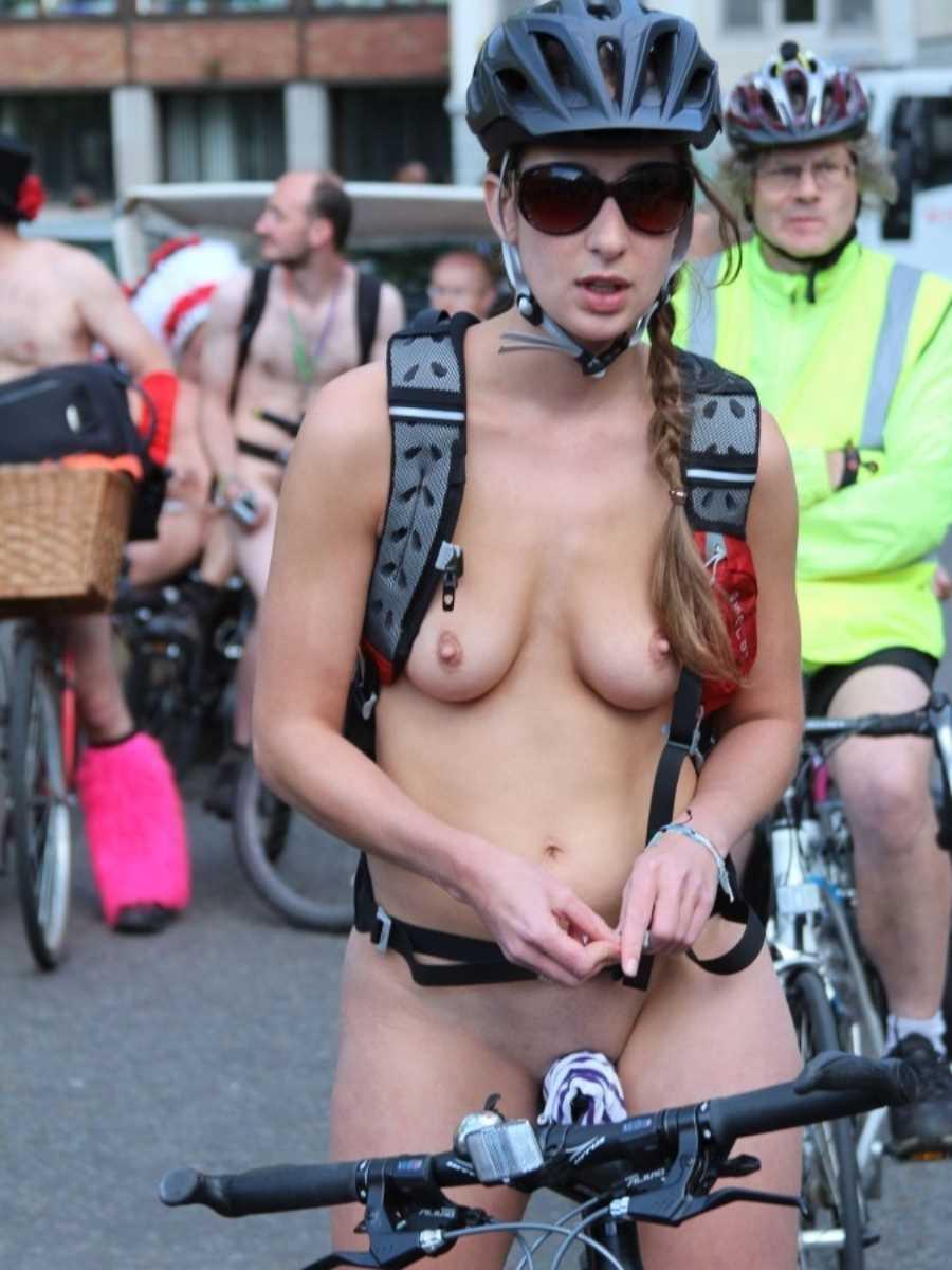 裸で自転車に乗る画像 134