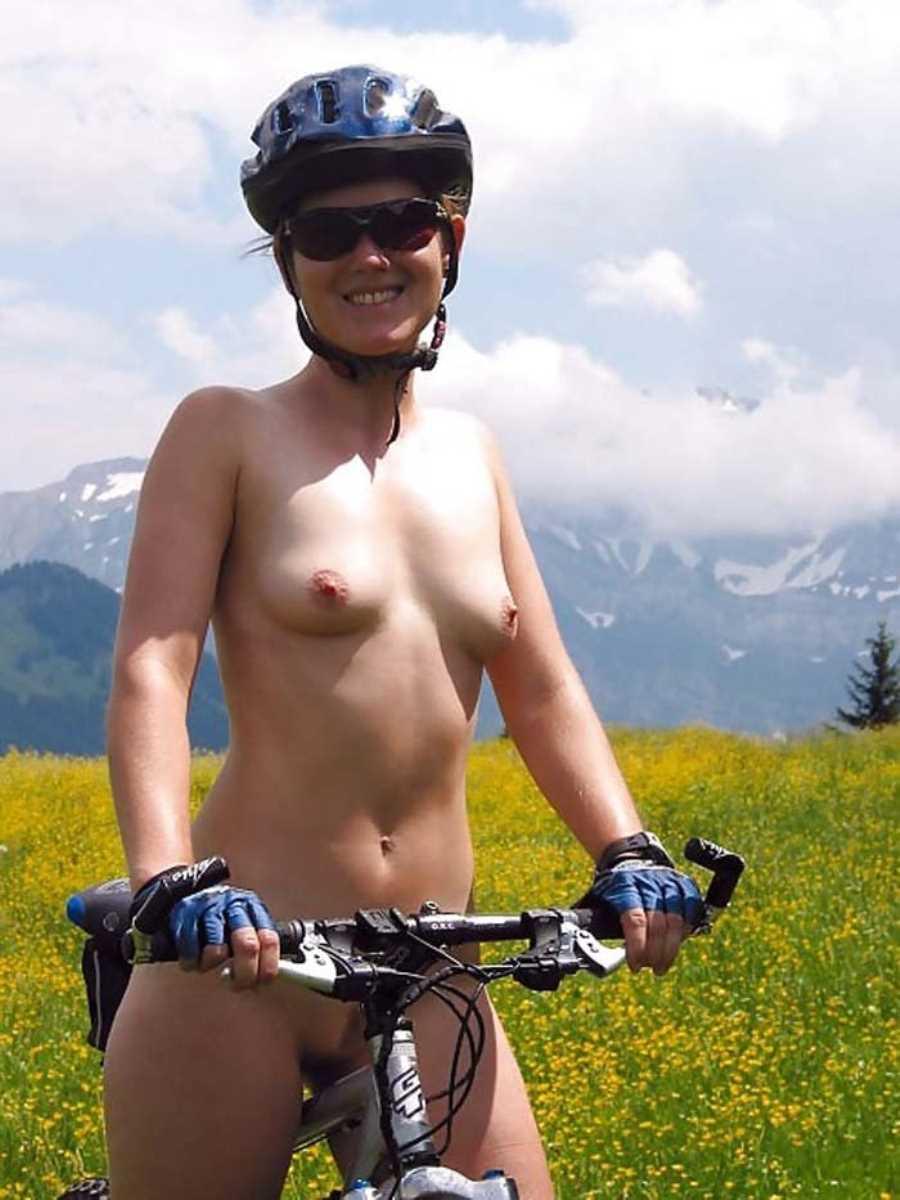 裸で自転車に乗る画像 135