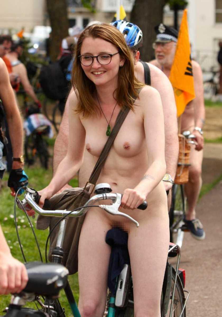 裸で自転車に乗る画像 138