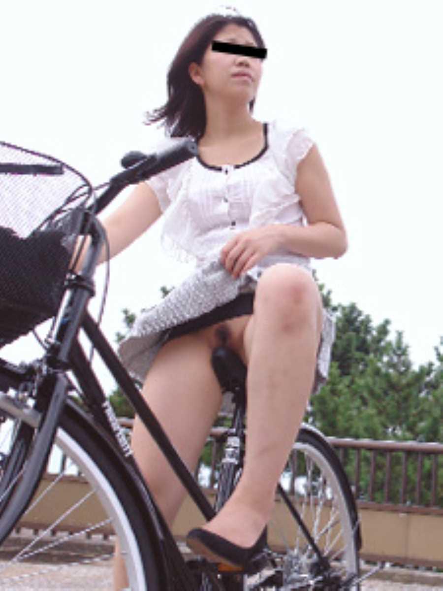 自転車に乗った野外露出エロ画像 6
