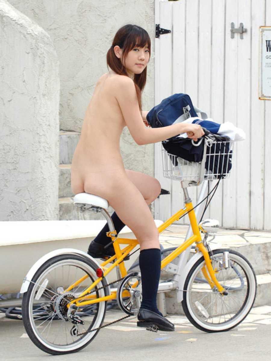 自転車に乗った野外露出エロ画像 21