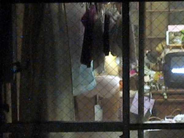窓から他人の家の中を覗いたエロ画像 1