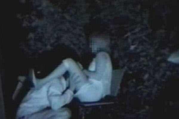 赤外線カメラ 深夜の公園 盗撮 エロ画像 2