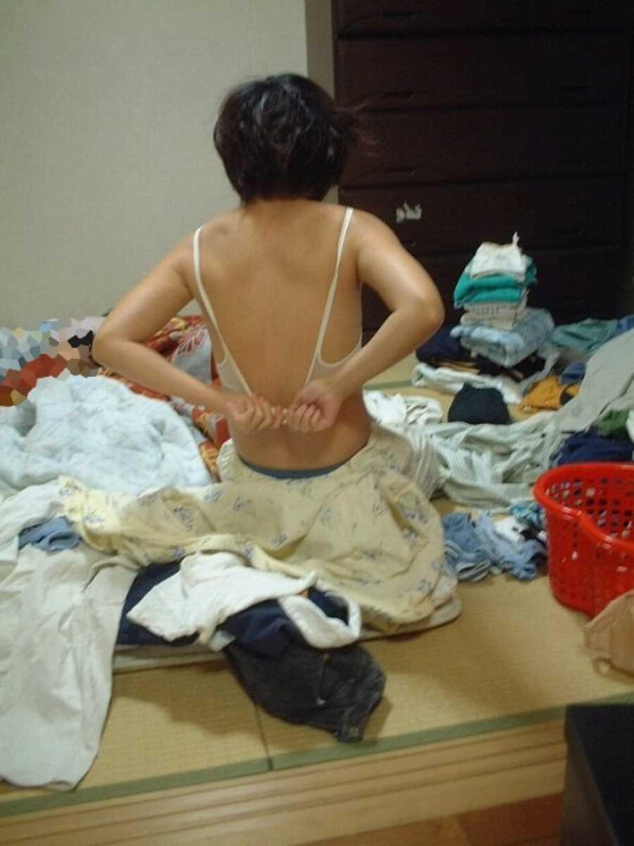 嫁や彼女の生着替え画像 24