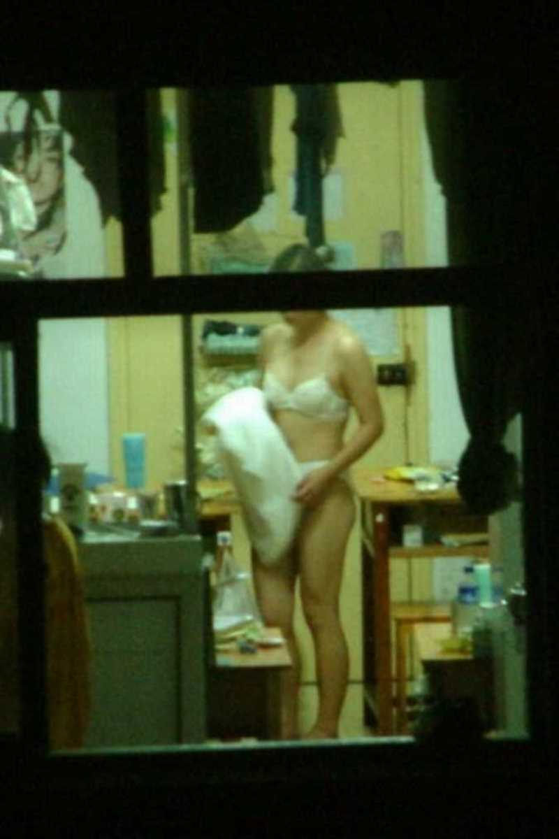 家の着替え盗撮画像 69