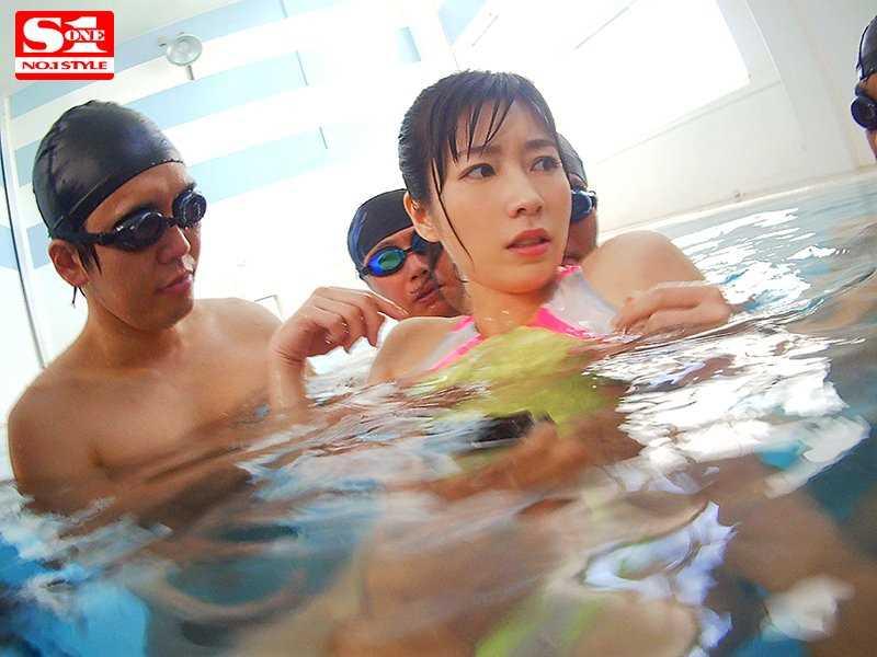 痴漢プールの競泳水着セックス画像 9