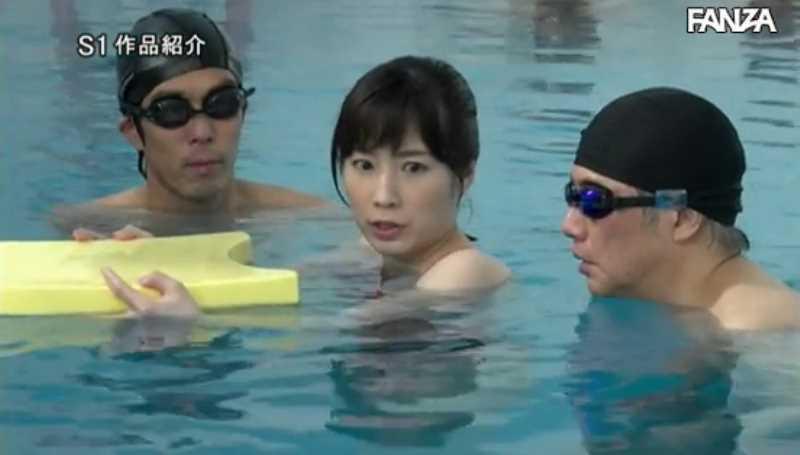 痴漢プールの競泳水着セックス画像 23