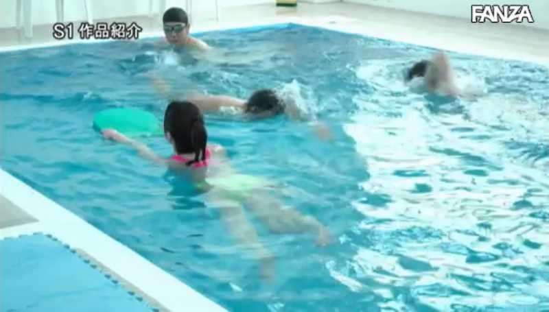 痴漢プールの競泳水着セックス画像 52