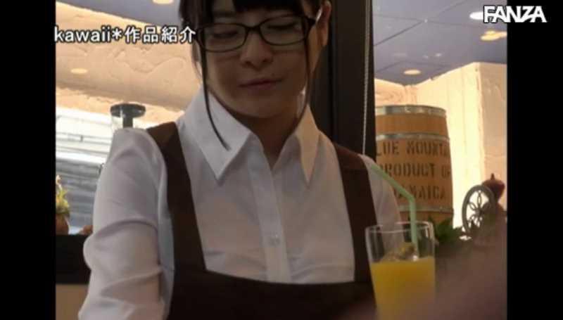 マシュマロ巨乳のカフェ店員セックス画像 15