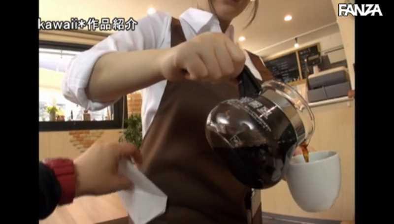 マシュマロ巨乳のカフェ店員セックス画像 17