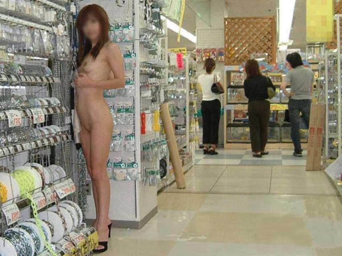 店内露出画像!!店の中で乳首や陰部を晒す120枚