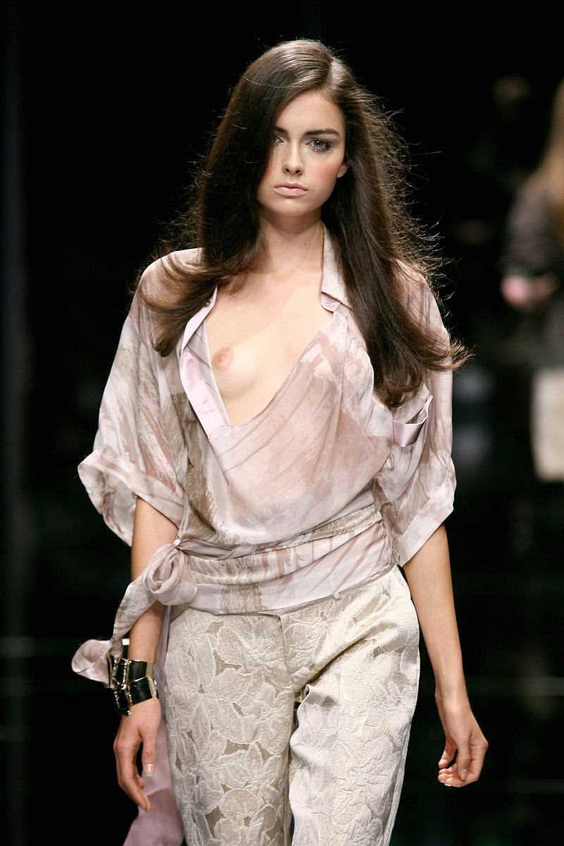 海外 ファッションショー画像 24