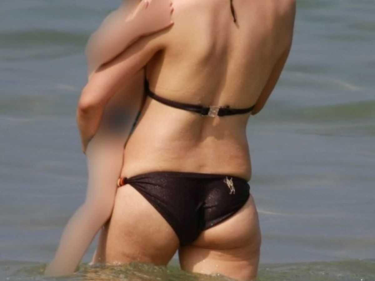人妻の水着画像 73