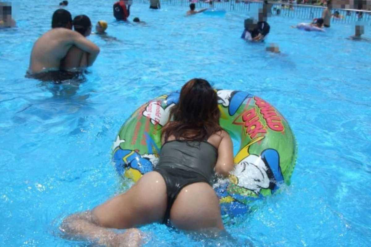 人妻の水着画像 92